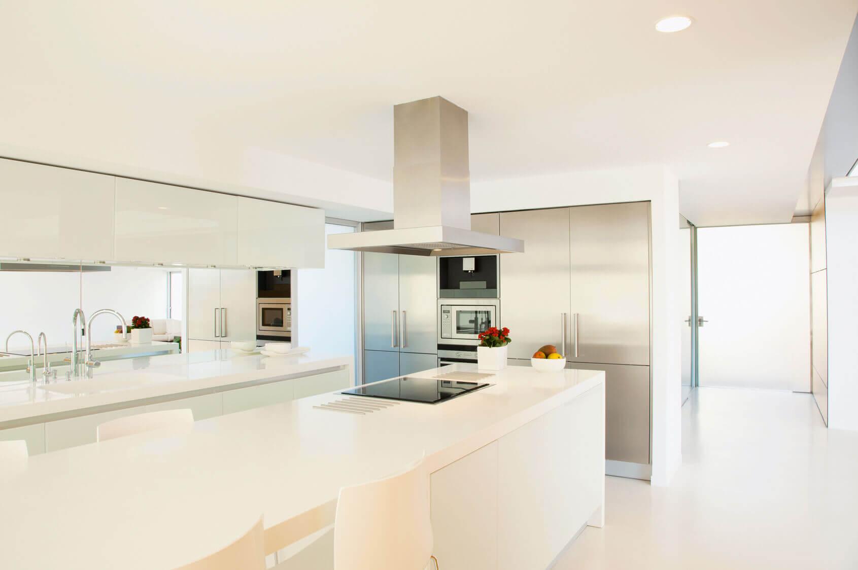 Cocinas con isla cocinas vitoria tierra home design for Islas de cocina y camareras