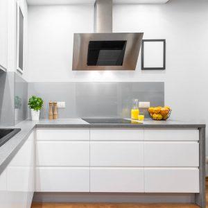 cocina sin tirador con tirador uñero o sistema gola