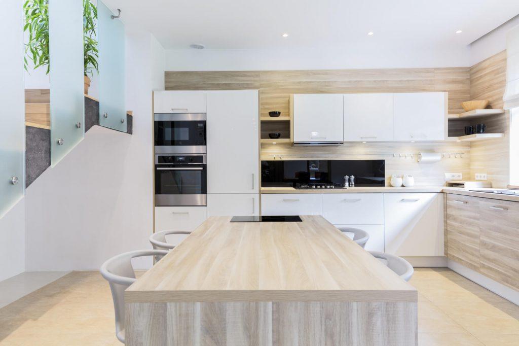 Cocina blanca y madera cocinas vitoria tierra home design for Cocinas grandes modernas