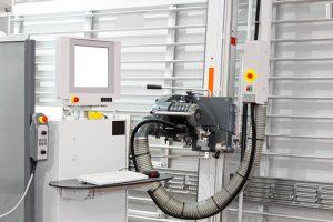 Maquinaria de control numérico para fabricación de cocinas.