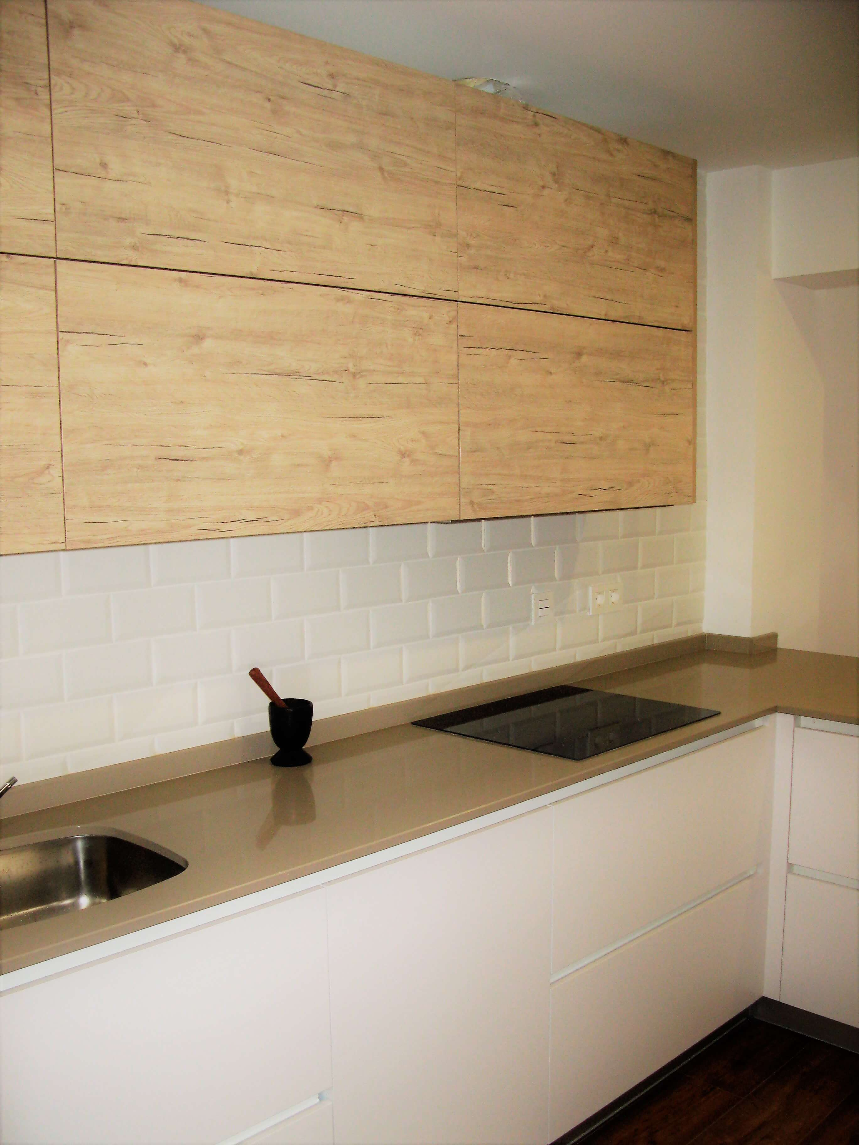 Cocinas americanas muebles de cocina en vitoria for Cocina blanca y madera