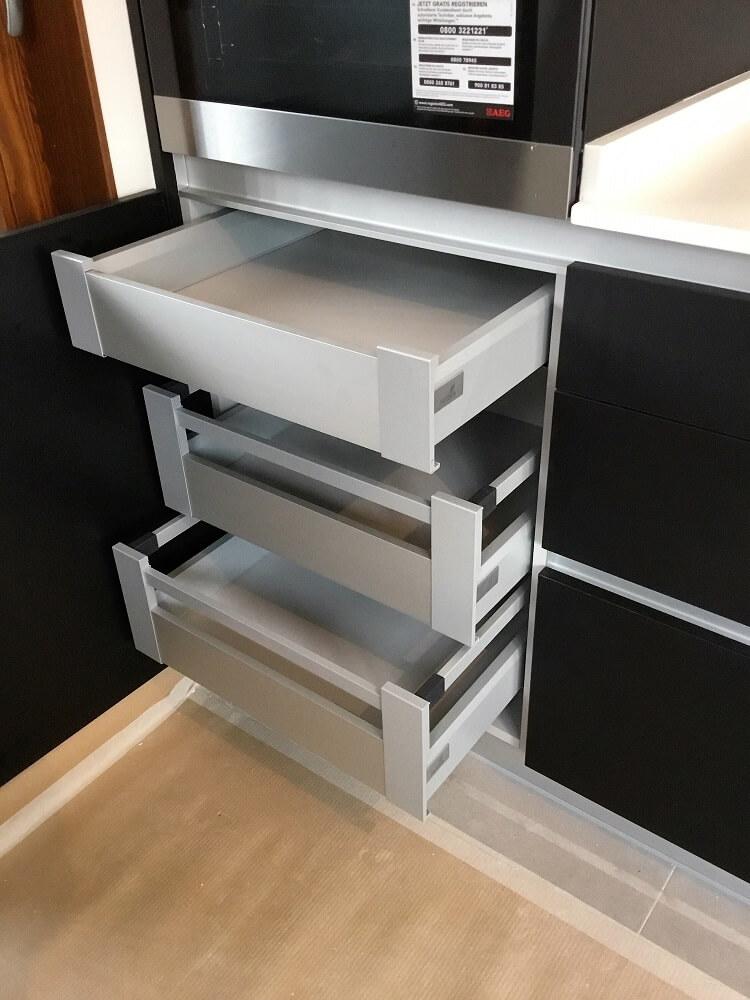 Cocina sin tiradores cocinas vitoria tierra home design - Interiores de cajones de cocina ...