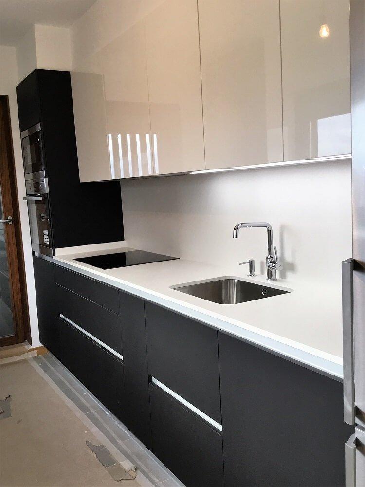 Cocina sin tiradores cocinas vitoria tierra home design - Tiradores de puertas de cocina ...