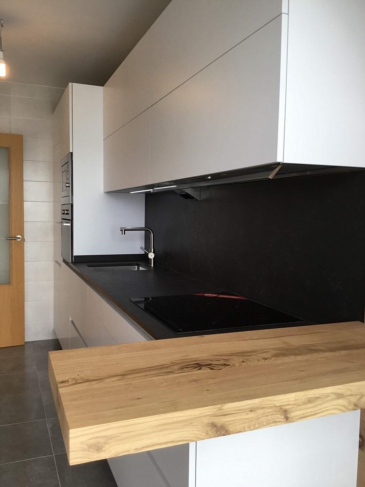 Mesas voladas de cocina: Barra americana de cocina con estilo | Tierra