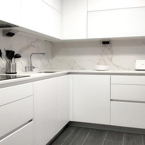 Cocina en blanco y negro (Vitoria)