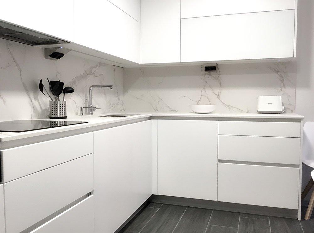 Cocina en blanco y negro vitoria cocinas vitoria for Configurador cocinas