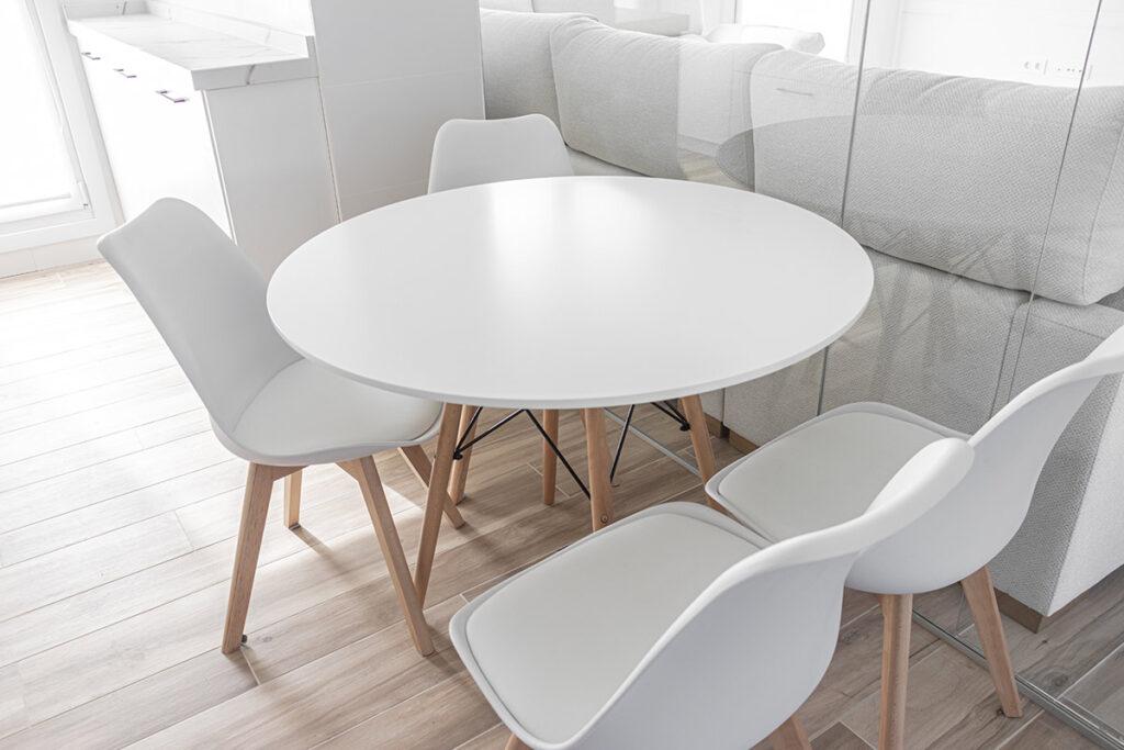 Mesa redonda de cocina. Aprovecha el espacio de tu cocina.