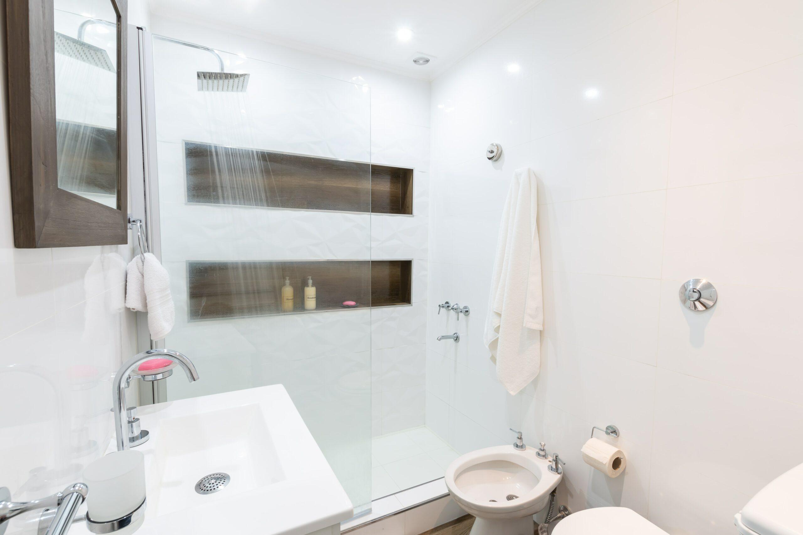 Ventajas de una mampara de baño con tratamiento anti-cal